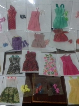 Kit 20 vestidos  para bonecas Barbie e similares, 15 pares de sapatos