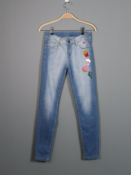 Calça Jeans Com Patches